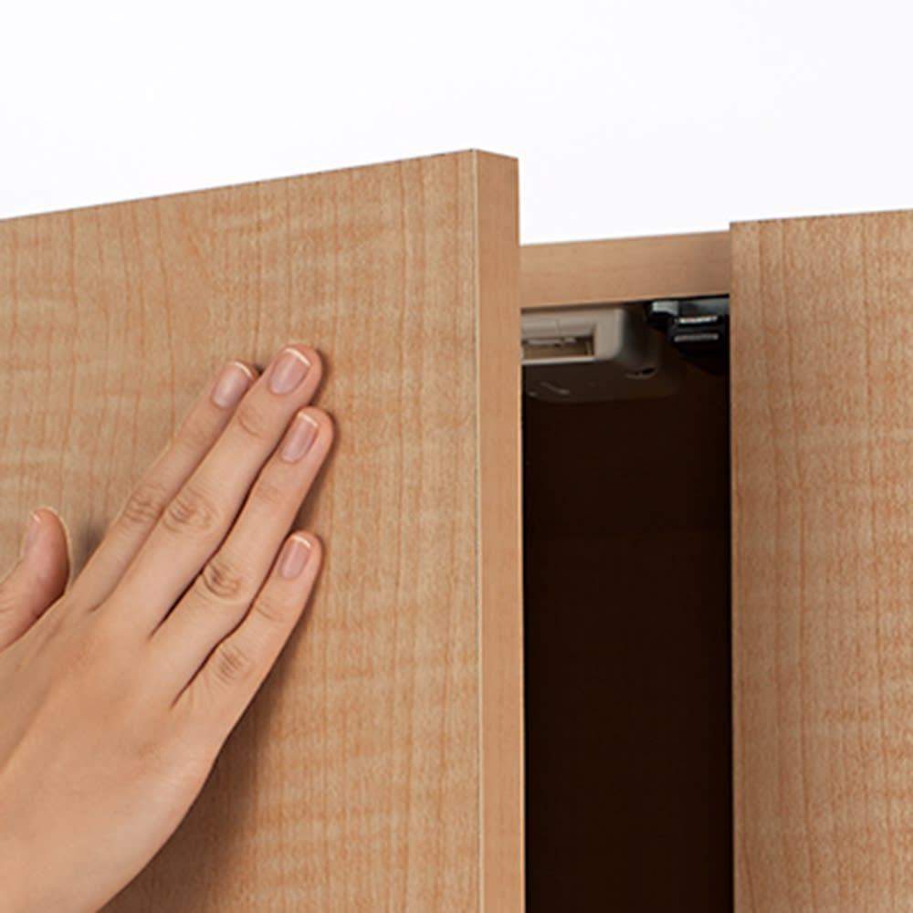 日用品もしまえる頑丈段違い書棚 ヴィンテージ木目調タイプ 上置き 幅60cm 扉は取っ手のないプッシュ開閉。