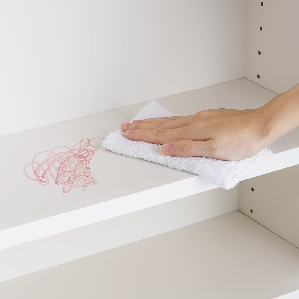 【完成品】リビングブックキャビネット 幅115.5奥行35高さ80cm (ウ)ホワイト内部は、汚れを簡単にふき取ることができ、すりキズにも強い素材。