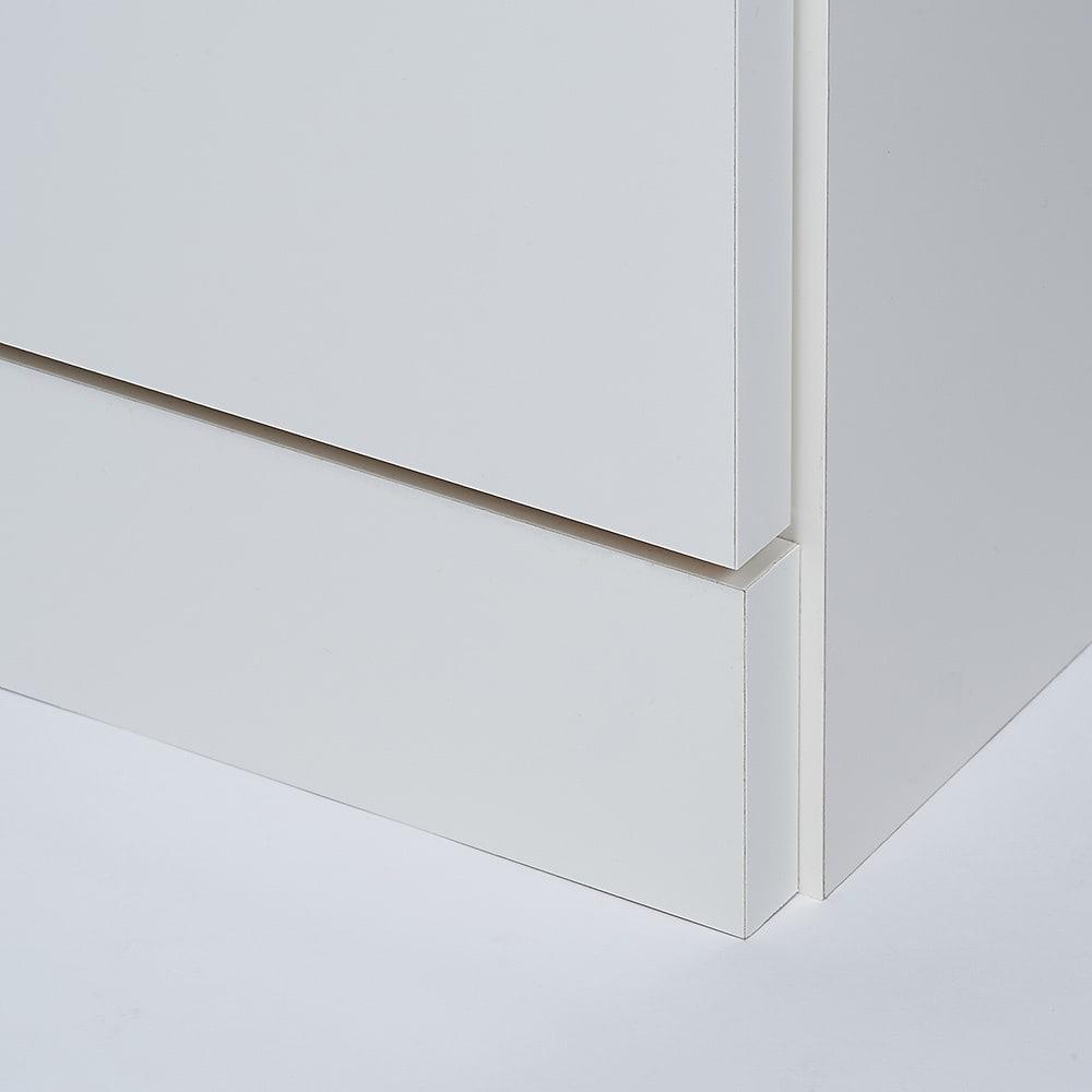 【完成品】LED付きギャラリー収納本棚 幅60奥行20cm 2枚扉タイプ 地板は台輪付きでラグを前に敷いても扉が引っかからずラクに開閉できます。