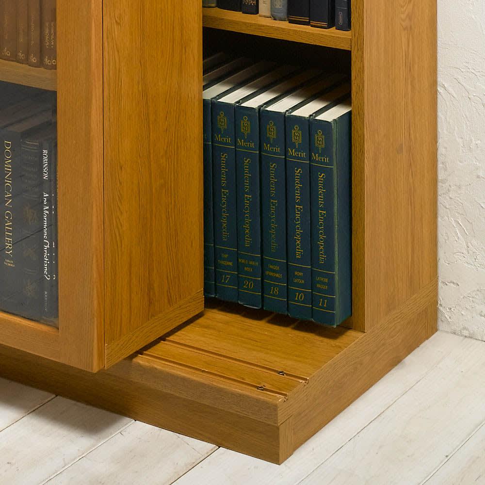 本格仕様 快適スライド書棚 オープン 3列 前面のスライド書棚を前レールに乗せ棚板状態。後ろの書棚との間を広げることができ、奥行きが拡大、A4ファイルサイズもスッキリ収納することができます。 ◆前レールを使用すると、後ろの書棚の奥行きが、21.5cmから26.9cmに広がります。