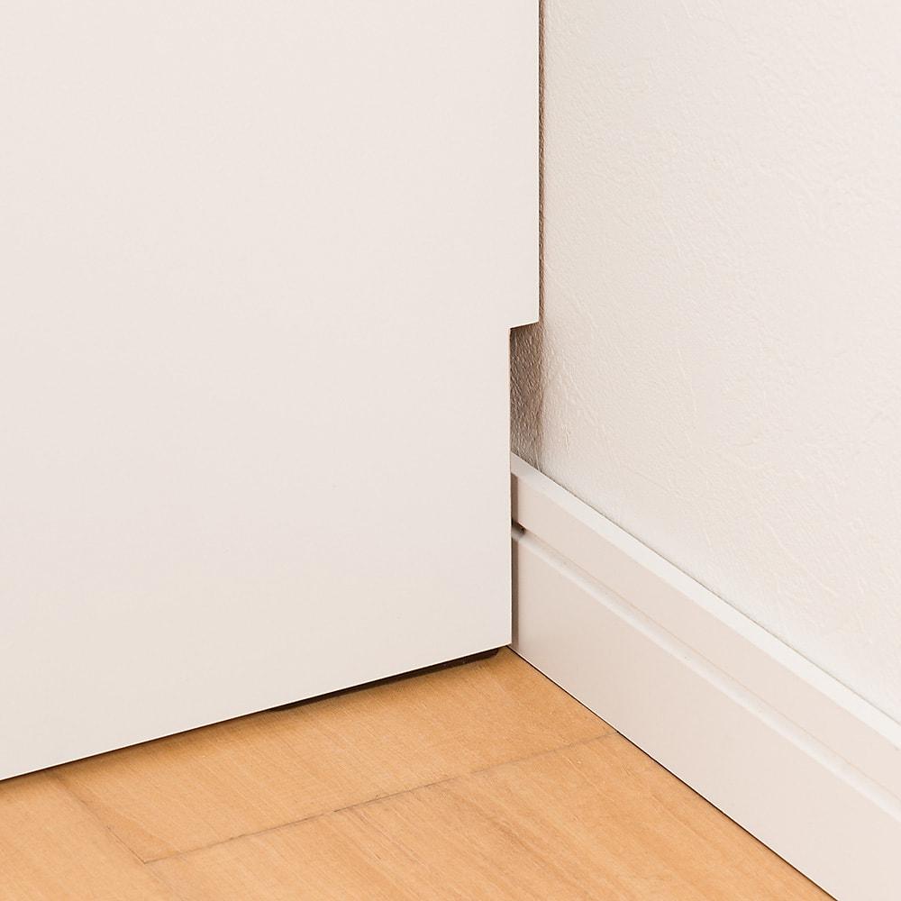 モダンブックライブラリー デスクタイプ 幅80cm 幅木よけカット(1×10cm)で、壁にぴったりと設置できます。