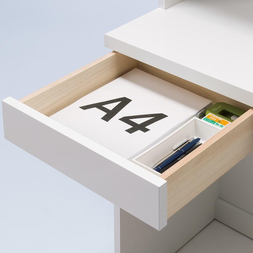 モダンブックライブラリー 天井突っ張り式 デスクタイプ 幅80cm 小引き出しは小物の整理収納に便利。