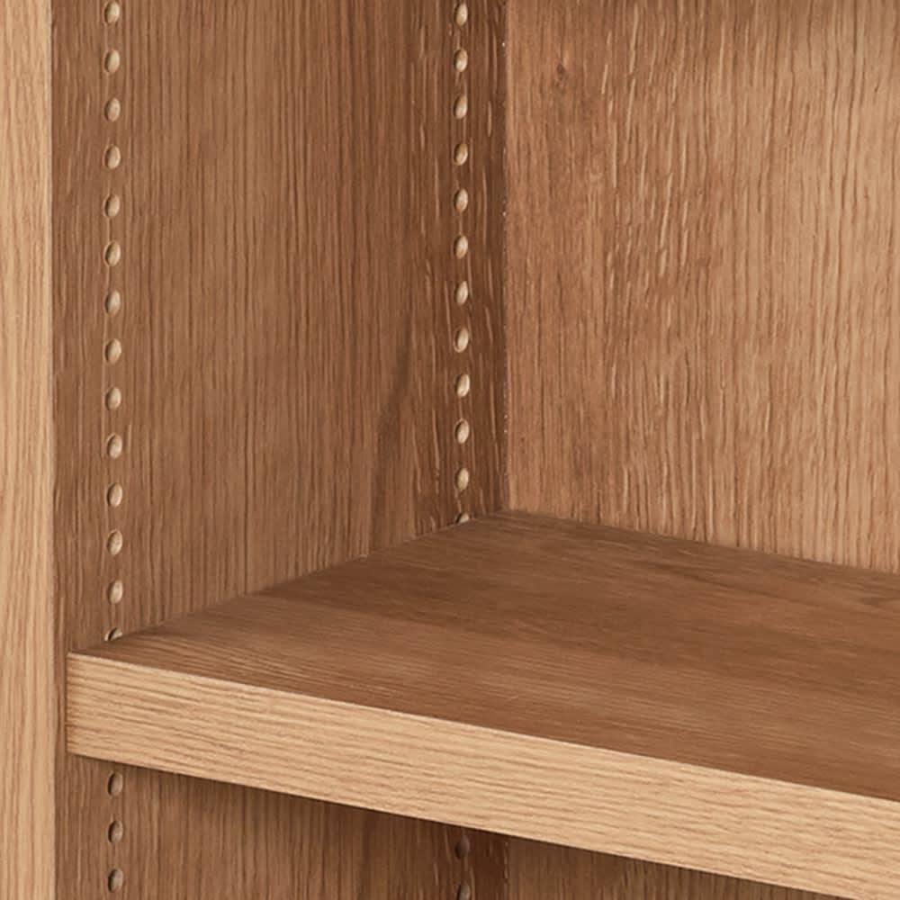1台で壁いっぱいに本を収納!本好きのための壁面つっぱり本棚 本体幅60奥行17cm 本の高さに合わせて細かく位置を変えられる1cmピッチの可動棚。大きい本も背の低い本も一緒に収納できます。