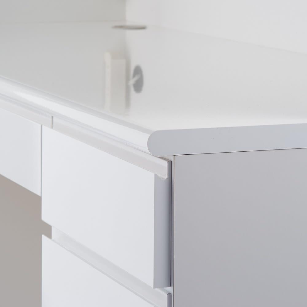 書斎壁面収納シリーズ 収納庫 扉オープンタイプ 幅116.5cm デスクの天板は丸みを帯びた形状なのでPC使用時にも腕にやさしく寄り添います。
