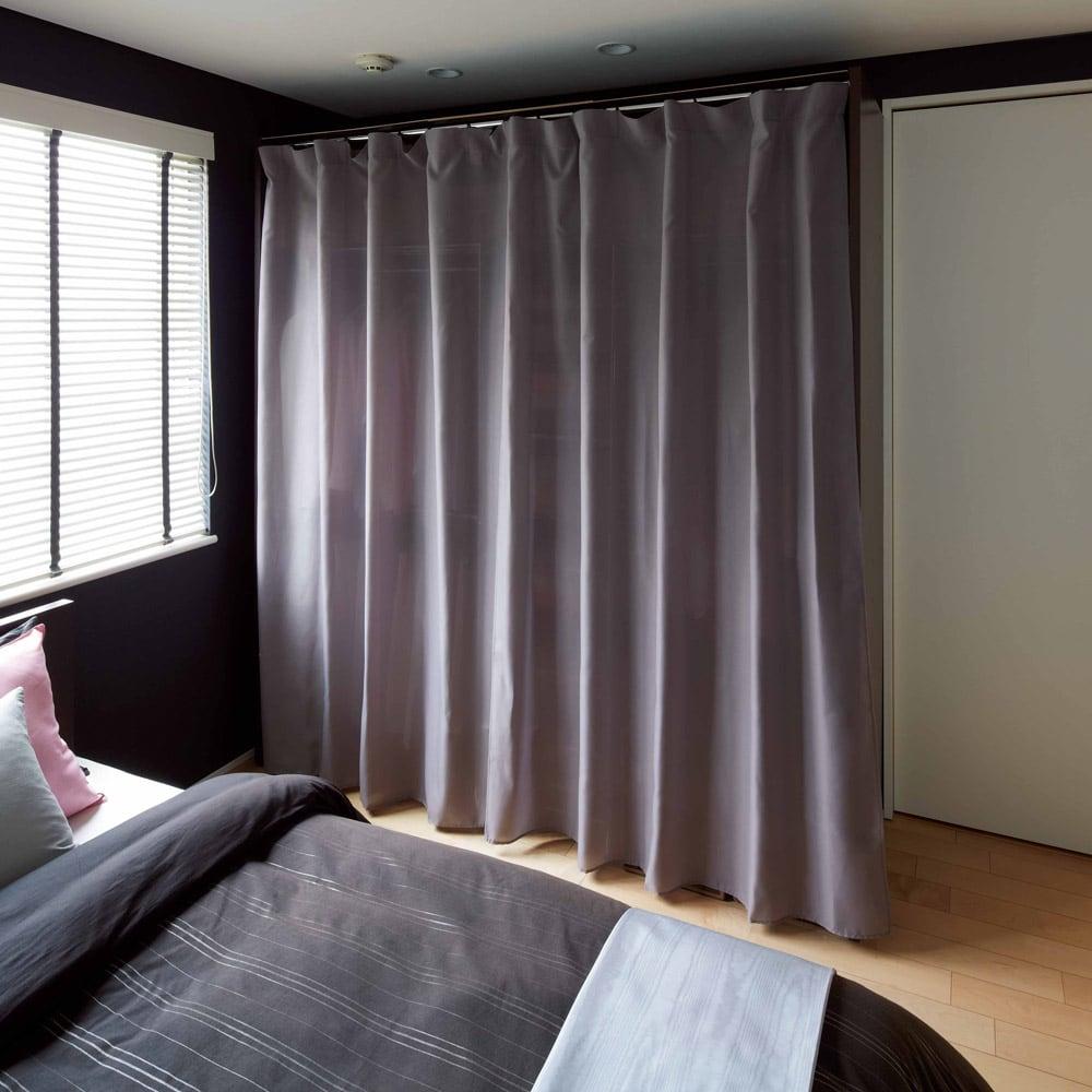 カーテン付き アーバンスタイルクローゼットハンガー 引き出し付きタイプ・幅144~200cm対応 カーテンを閉じれば埃を防ぎ見た目もスッキリ。