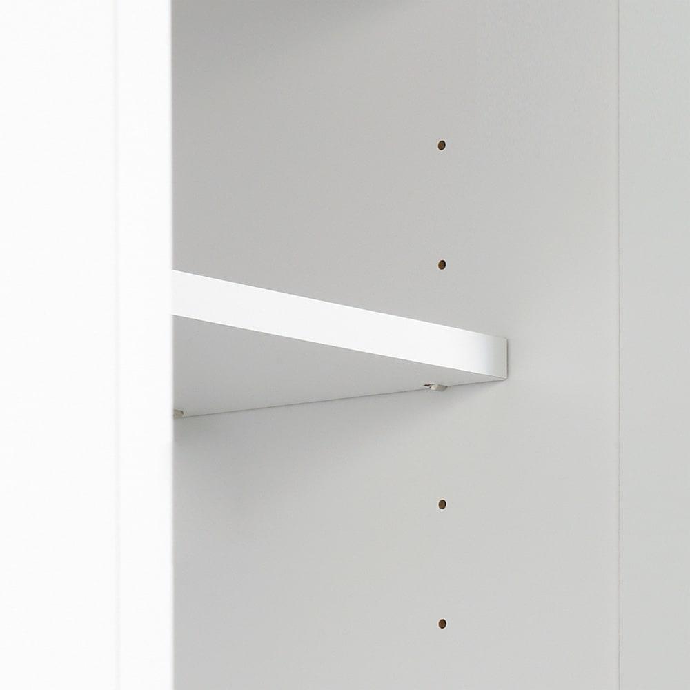 移動式間仕切りクローゼット 板扉タイプ・可動棚板4枚 棚板は6cmピッチ24段階で高さ調整が可能です。(※ダボ仕様でしっかりと棚板を支えます。)