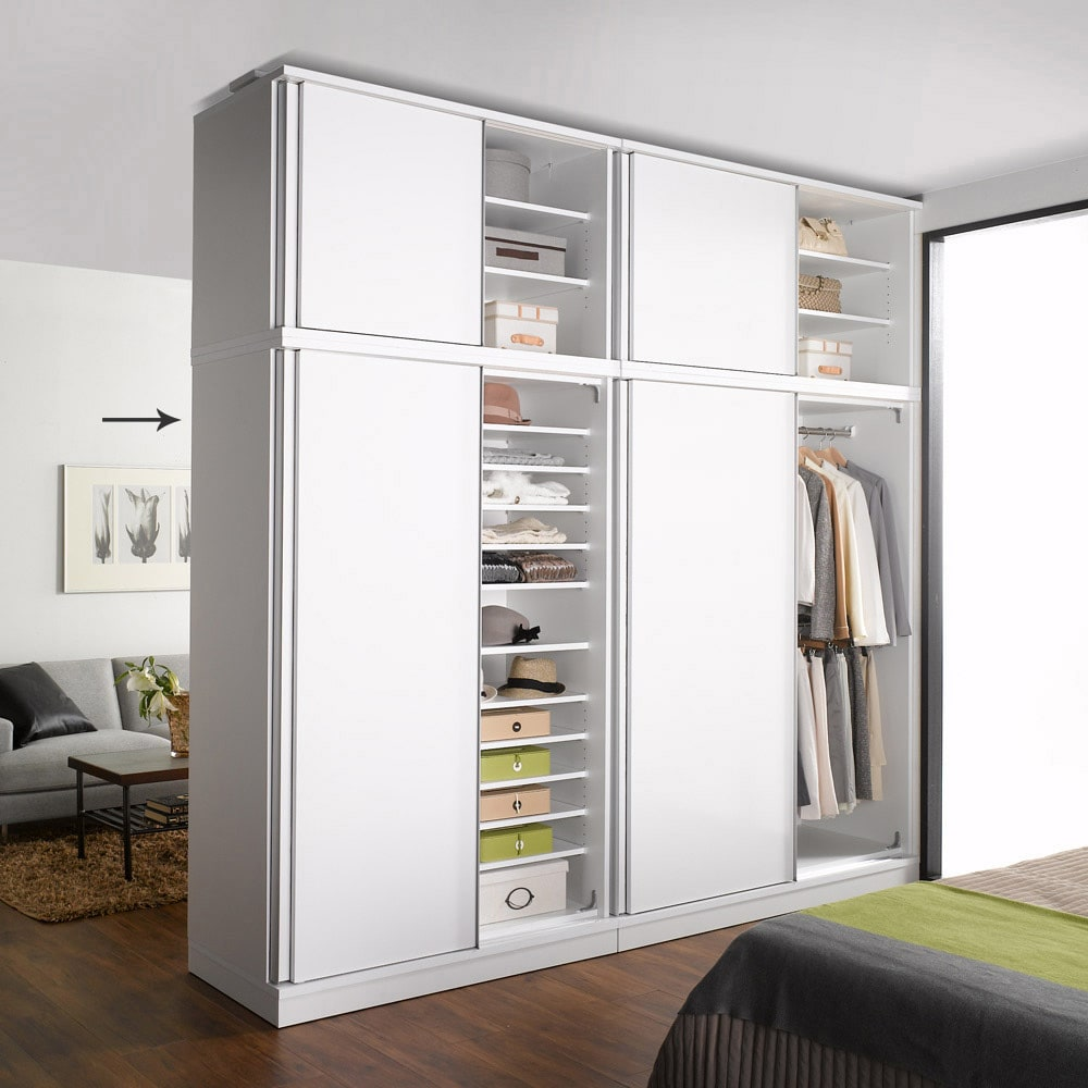 引き戸間仕切りワードローブ ハンガー+棚・幅118cm 片側に扉を寄せて撮影してます。 ホワイト