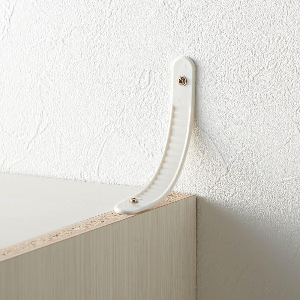 システム壁面ワードローブ ハンガー2段・幅60cm 転倒防止バンドを付属。本体と壁に直接ネジを打ち込み、バンドで固定します。
