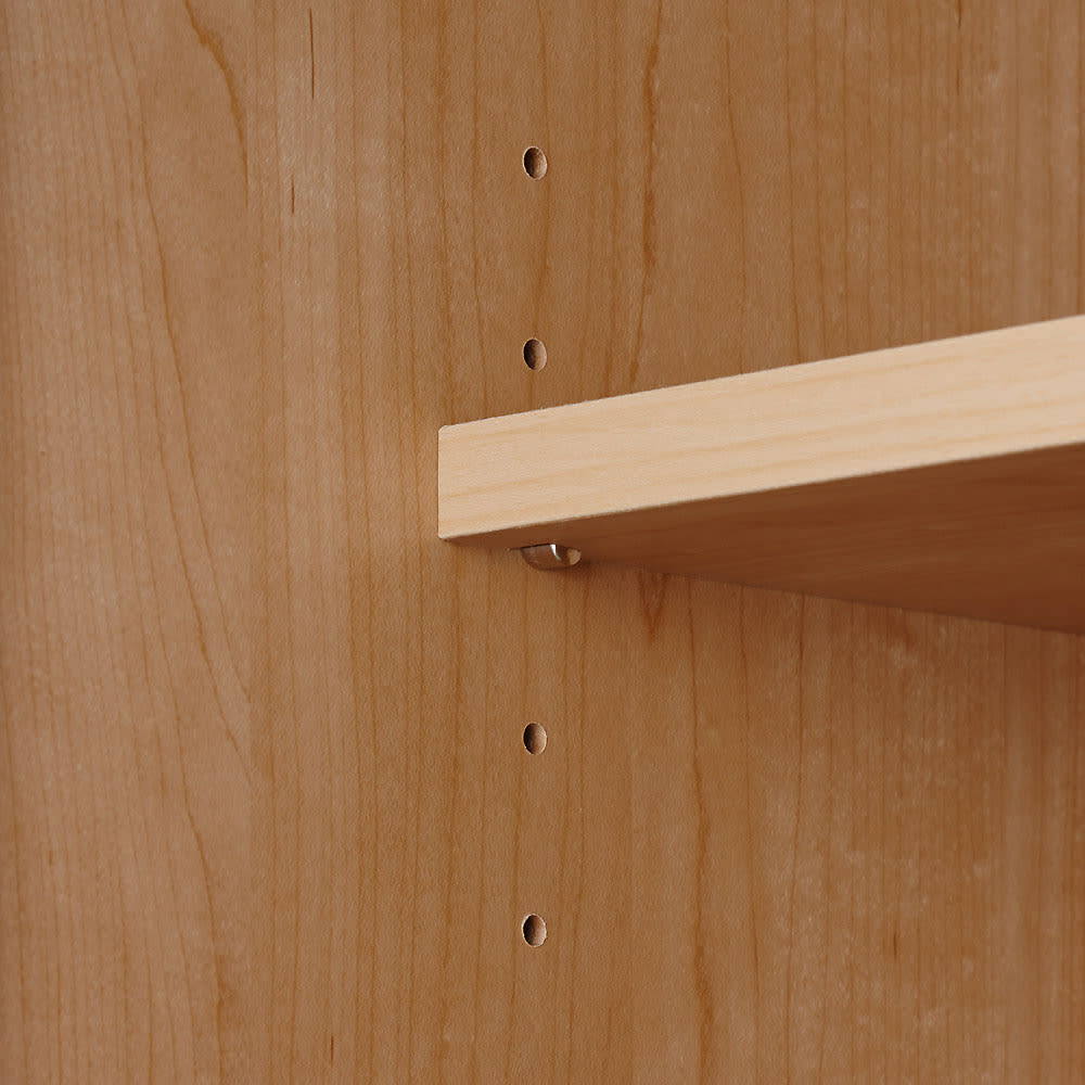 システム壁面ワードローブ 棚タイプ・幅60cm 可動棚板は3cm間隔5段階で調節可能。また、飛び出しや跳ね上がりも防ぐストッパー付きダボ(金具)で固定します。