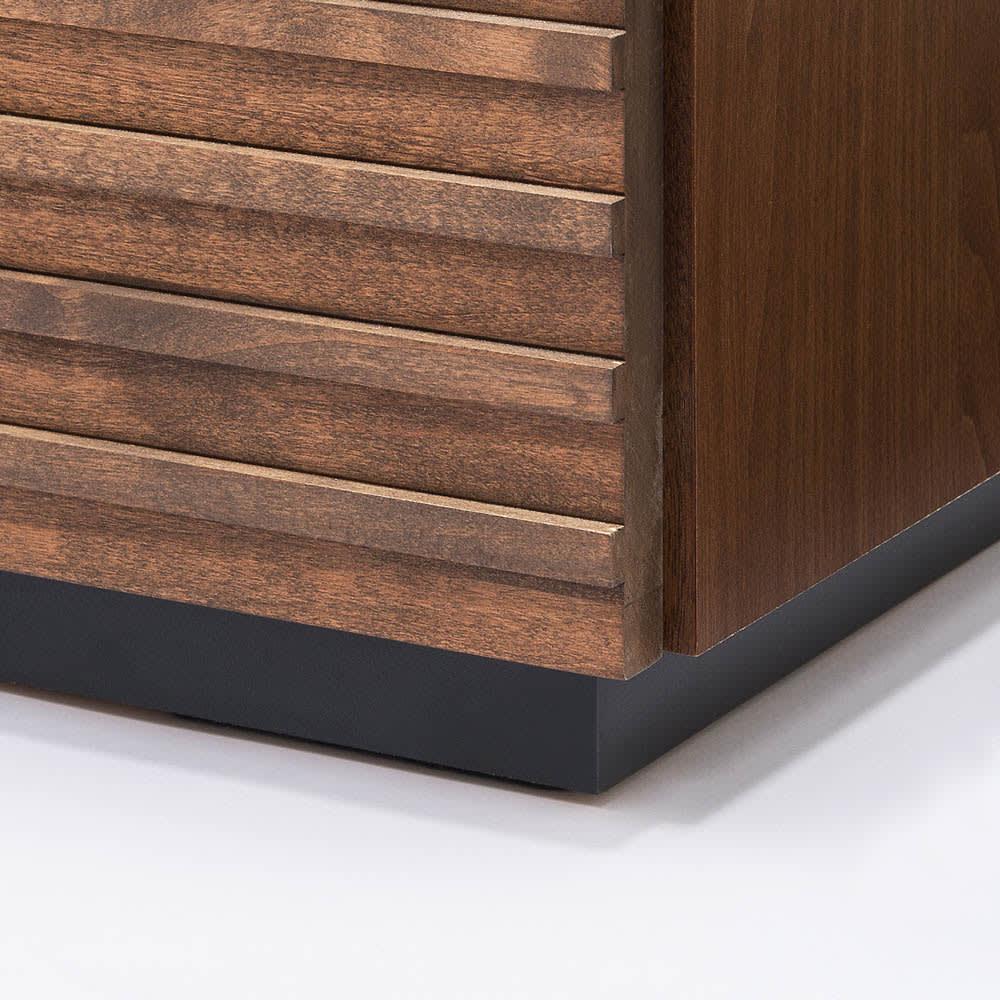 天然木横格子柄のローチェスト 幅90cm・5段 台輪の高さは床から3cm[