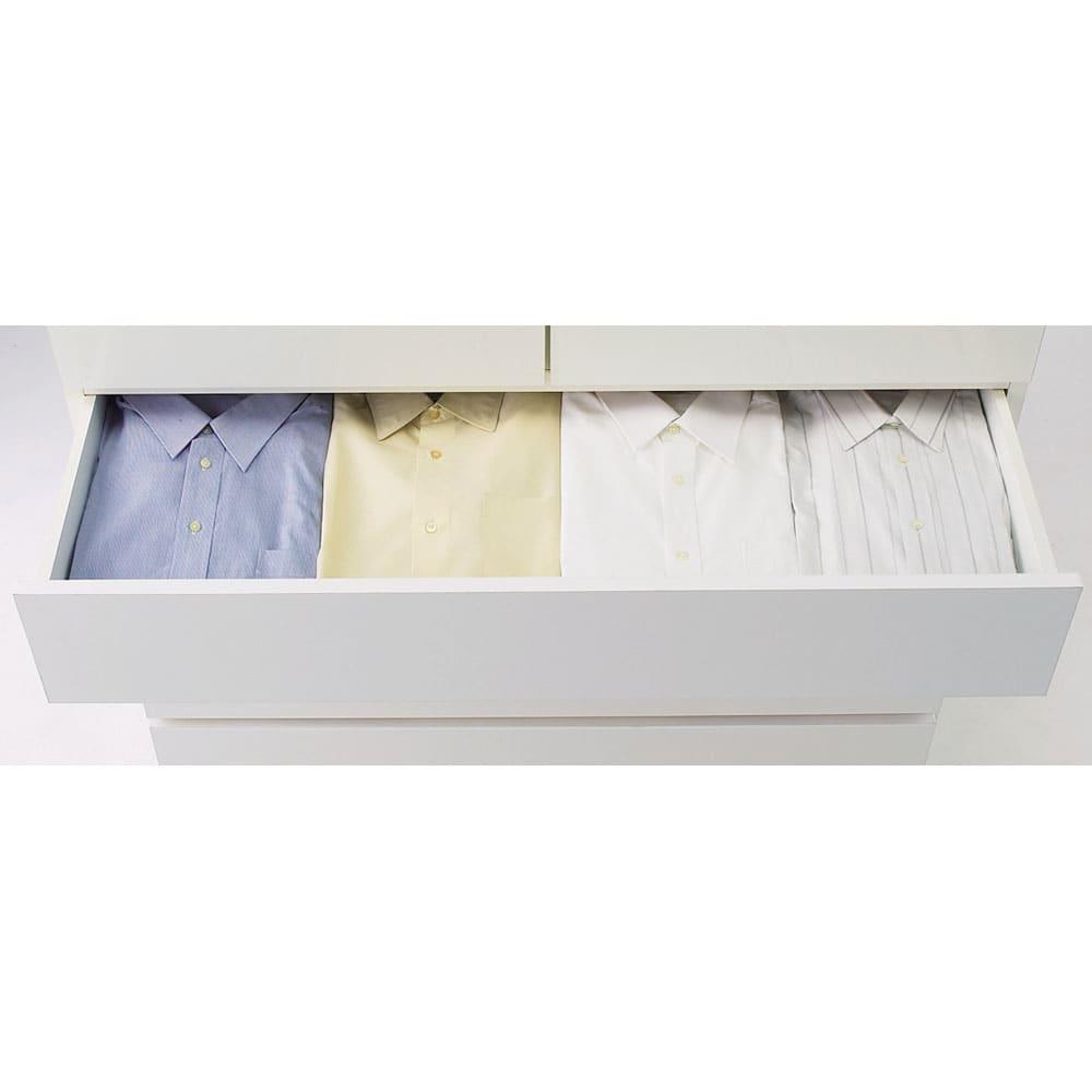 【日本製】奥行50cm隠しキャスター付きクローゼットチェスト 幅100cm・4段 幅100cmにはワイシャツが4列に入ります。