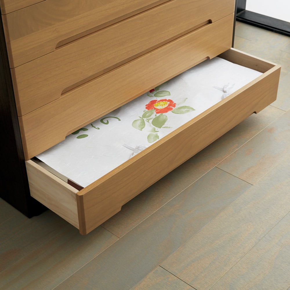 【日本製】総桐モダンクローゼットチェスト 6段 高さ93cm たとう紙もすっきり 大判のたとう紙も折らずに収納できます。
