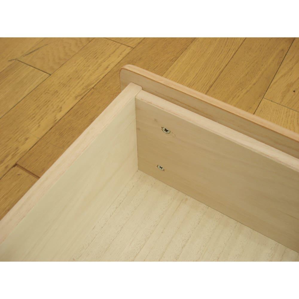 柿渋仕上げの総桐モダンチェスト 浅引き出し 幅75cm・5段 高さ48.5cm 引き出しは箱組※で頑丈仕様。 ※箱組=四方を枠で囲んだ箱に前板を取り付ける技法。
