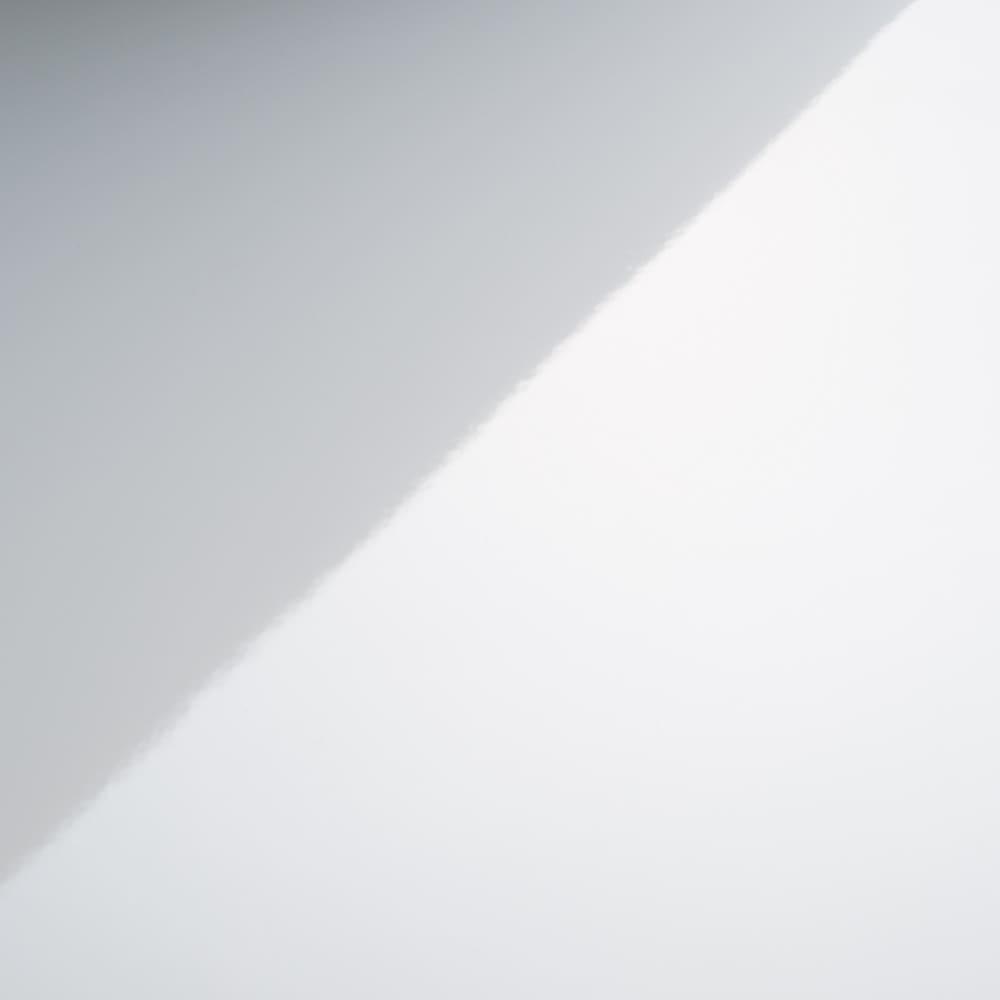奥行が選べる隠しキャスター付きチェスト クローゼットタイプ 奥行44幅75高さ68cm・3段 前板のアップ。きれいなホワイトで光沢があります。