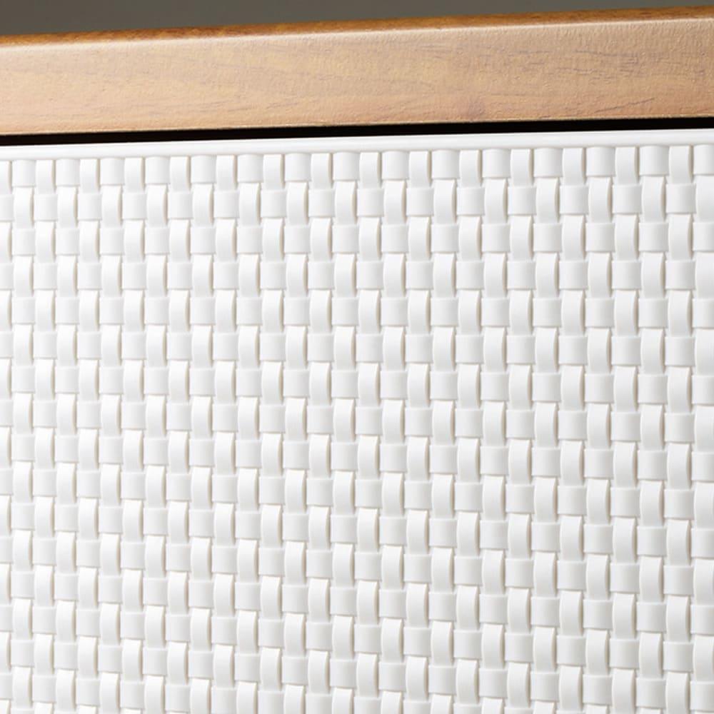フィッツプラスメッシュ 幅65高さ144cm・7段 使い勝手と美しさに配慮したこだわり 前面はテイストを選ばず馴染む網目模様。