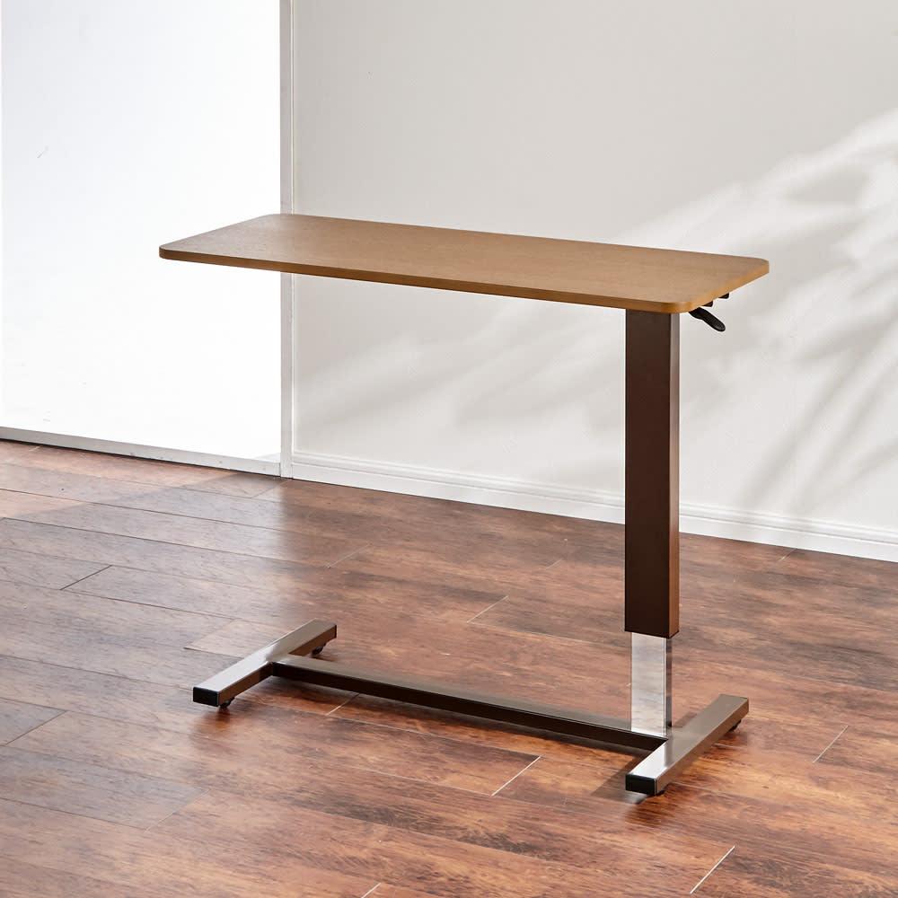 昇降テーブル (ア)ライトブラウン 天板はオーク天然木化粧合板で高級感のある仕上がり。