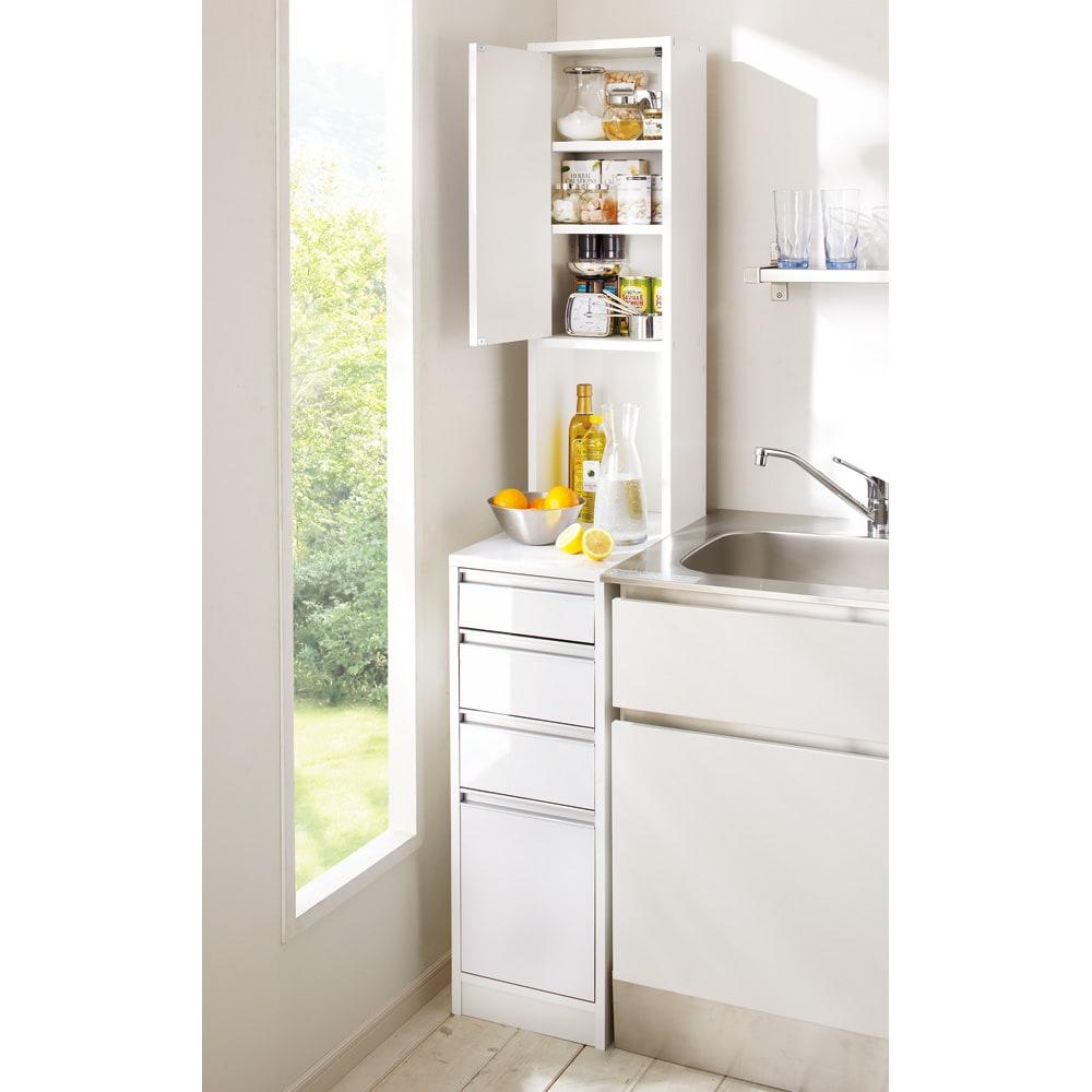 水ハネに強いポリエステル仕様 キッチンすき間収納庫 奥行55cm・幅25cm ハイタイプ (左開き) ※写真は幅30cm高さ180cmタイプです。
