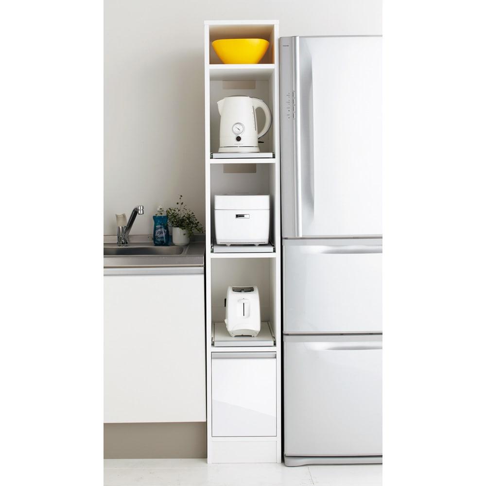 奥行スリム 幅が選べる 省スペース家電収納庫 幅30cm わずかなすきまを利用してキッチン家電を収納できるオープンタイプのキッチンラック。3段のスライドテーブルがとても便利です。