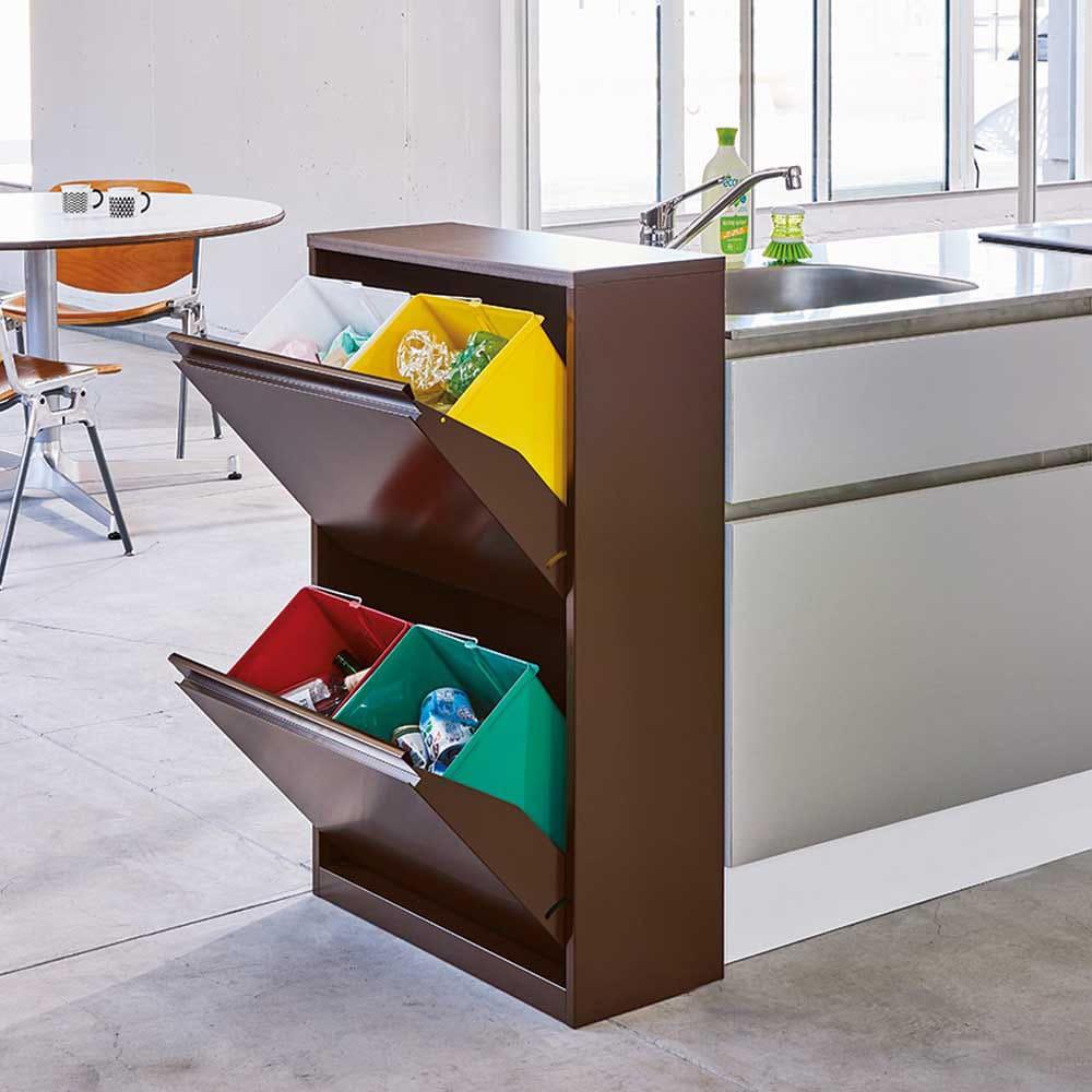 カラフルなペールでわかりやすく分別できる スチール製ダストボックス 幅60cm 高さ95cm (イ)ブラウン 薄型なのに省スペースで4分別でき、キッチンのシンクサイドにも置いても便利。