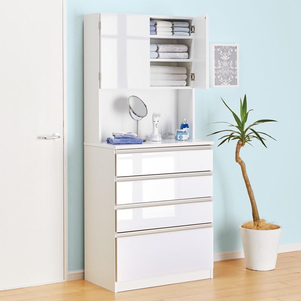 水回りでも安心の光沢洗面所チェスト 扉付きハイタイプ・幅75cm 光沢あふれる洗面チェストは設置するだけで空間に清潔感をもたらします。