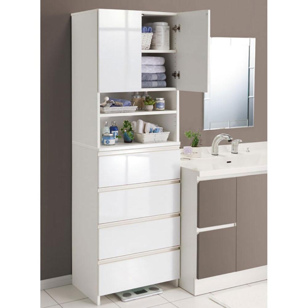 スペースに合わせて奥行が選べるサニタリーチェスト 奥行41cm・幅60cm 洗面台脇にもぴったり馴染む。扉・引出しを閉じれば清潔感あふれる光沢感が際立ちます。