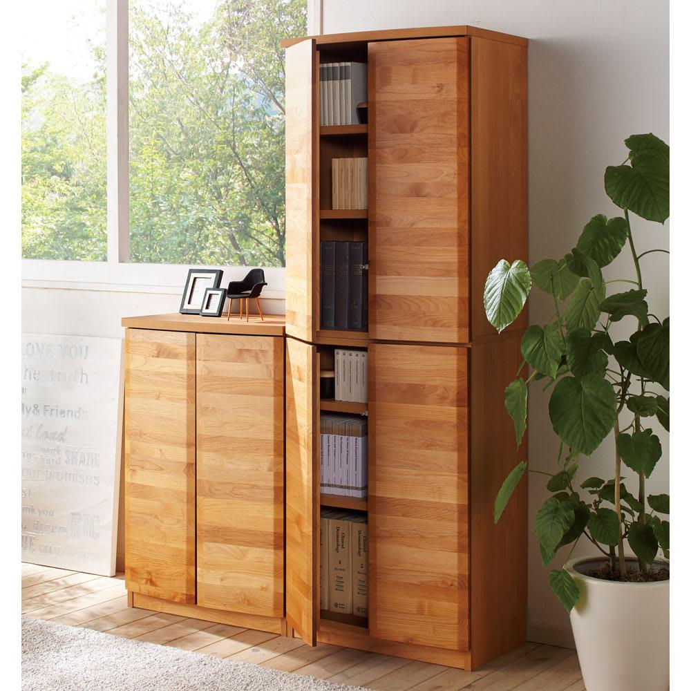 アルダー天然木 アールデザインブックシェルフ 幅60.5高さ90cm ≪コーディネート例≫ ※お届けは幅60.5高さ90cmタイプです。