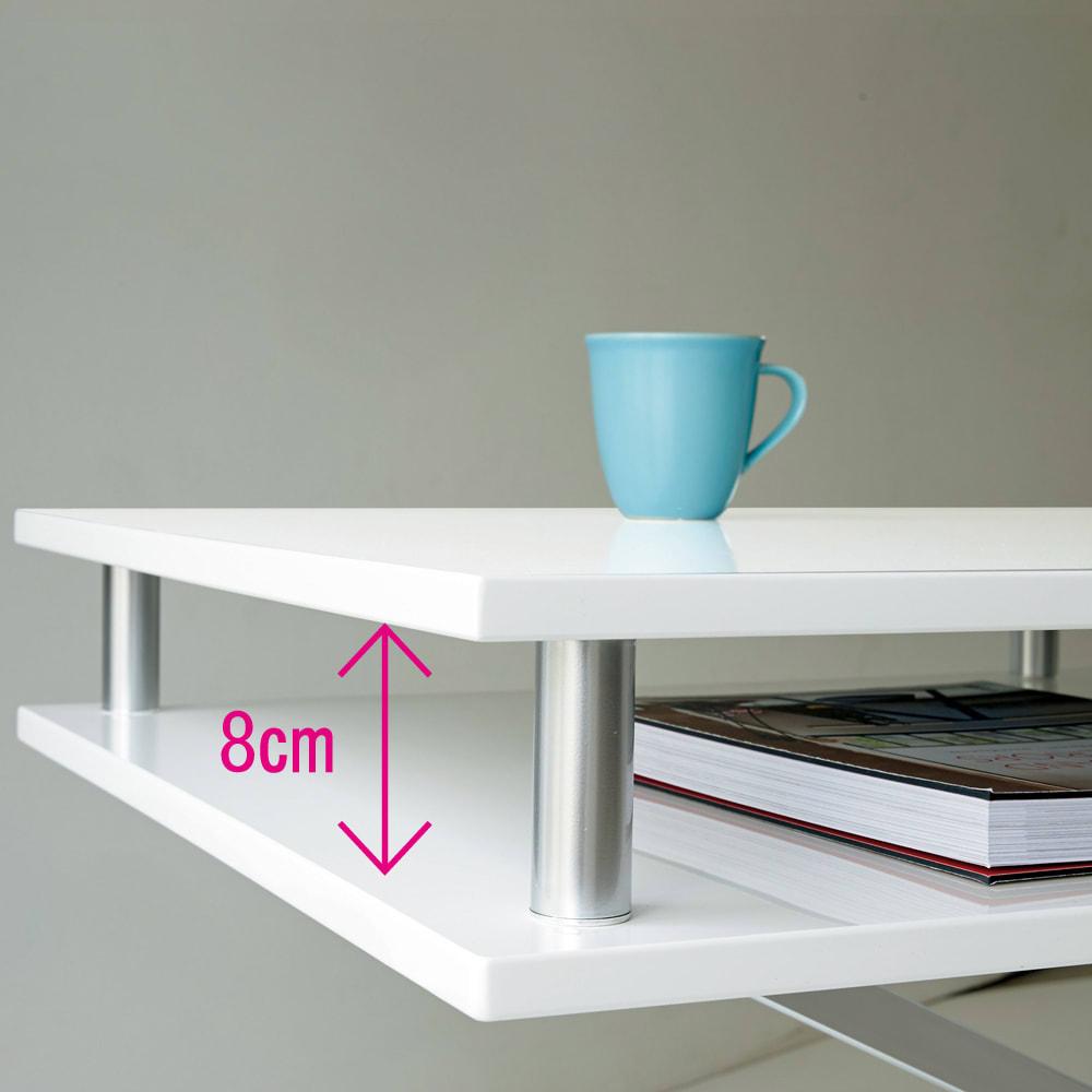 棚付き昇降式テーブル 幅120cm ~POINT~ ノートPCやその日の新聞、またリモコンやティッシュの箱など散らかりやすい小物などが天板の下に隠して収納できます。