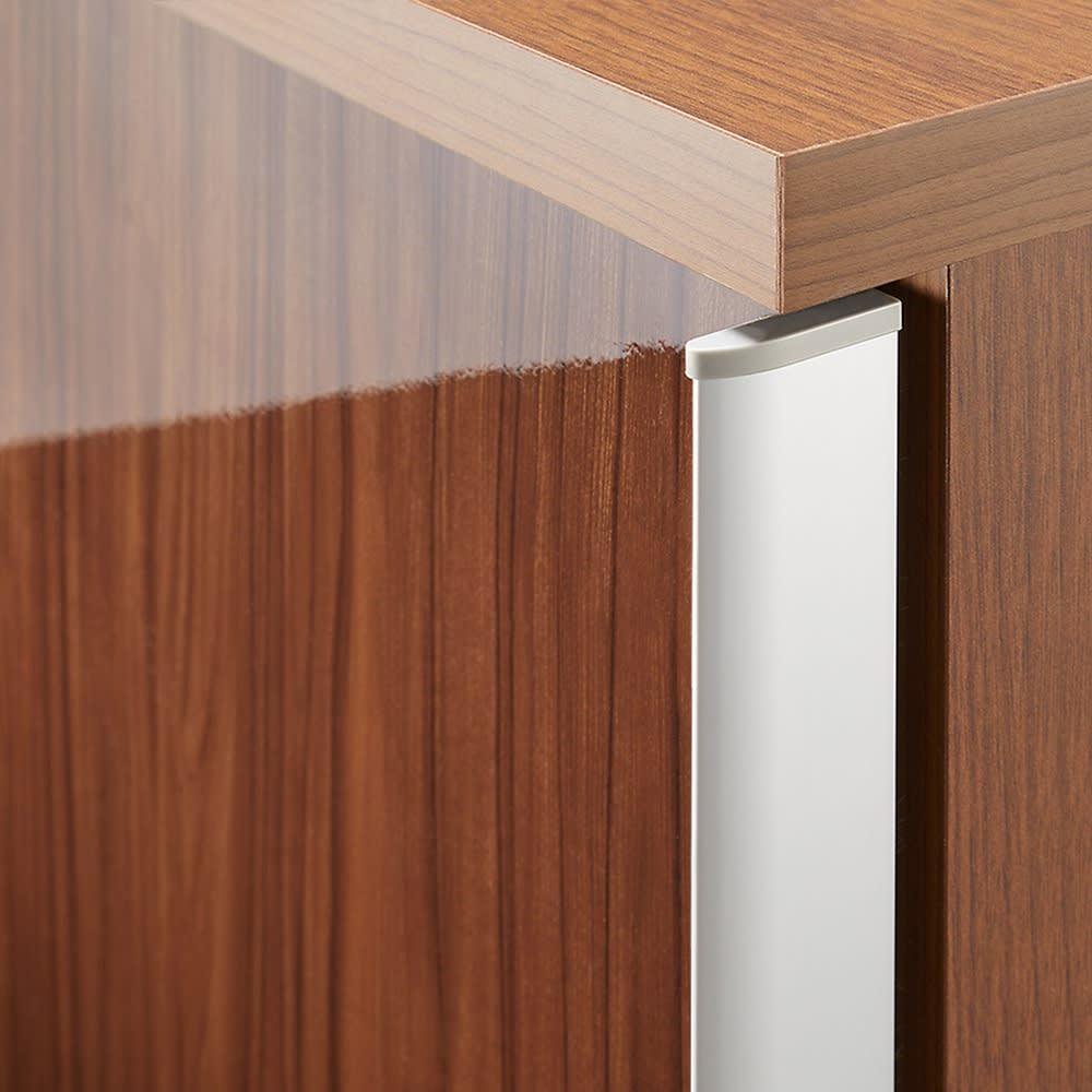 大型パントリーシリーズ スライド収納庫 板扉 幅118cm (イ)ダークブラウン 前面は木目調の光沢仕上げ。