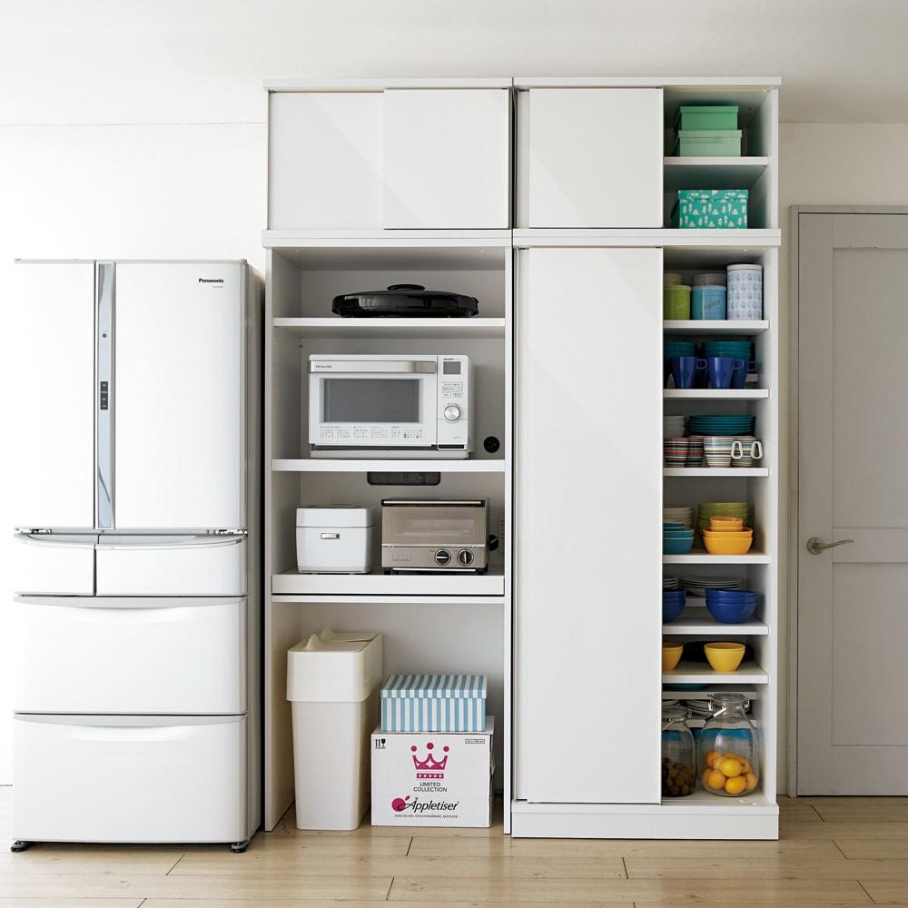 大型パントリーシリーズ レンジラック 下オープン 幅75.5cm コーディネート例 まるでシステムキッチンのように機能的なキッチン収納です。
