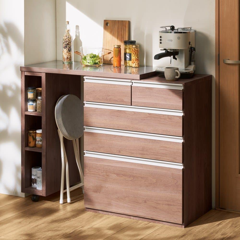 幅調節可能!スライド伸長式カウンター 幅119~182cm 引き出しタイプ (ウ)オリジナルウォルナット 大きさの異なるキッチン小物も多段引き出しでキレイに整頓。