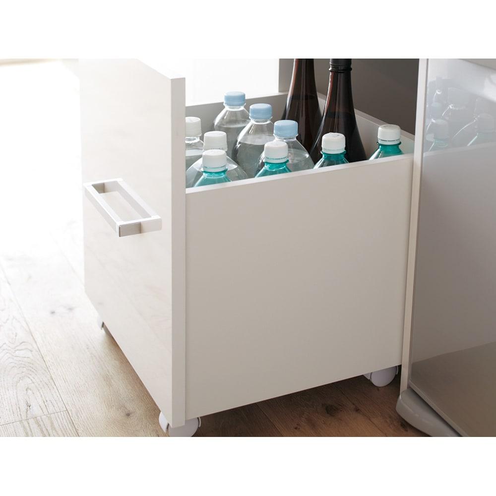 引き出して使える頑丈ワゴン付き キッチンストッカー 幅75cm ワゴンは頑丈仕様。ペットボトルはもちろん!!一升瓶などの重さ・高さのあるものの収納にも適しています。もちろん食品ストッカーとしても。