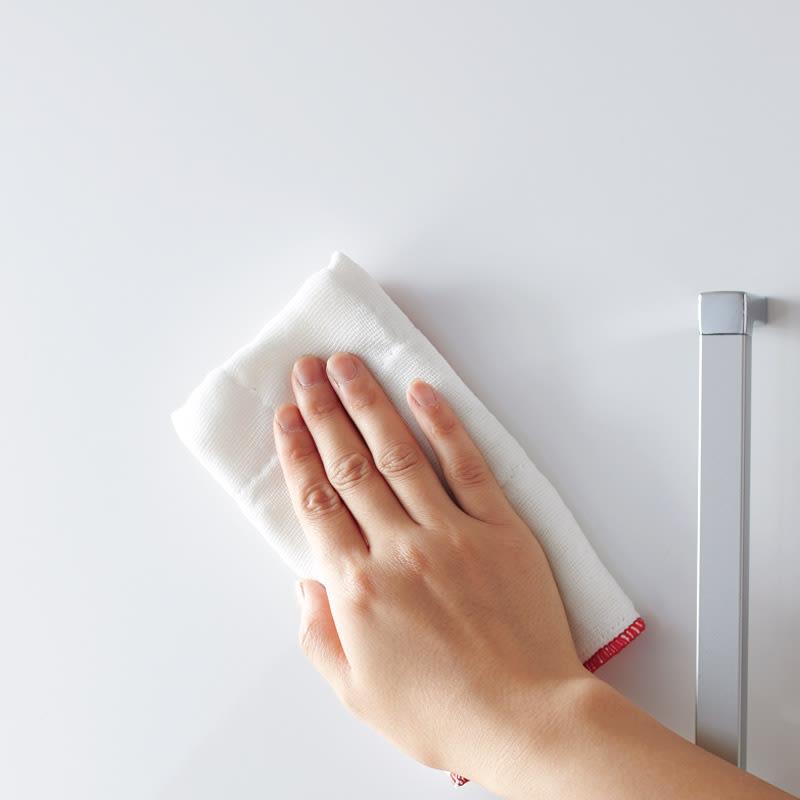 引き出して使える頑丈ワゴン付き キッチンストッカー 幅75cm 前面ポリエステル化粧合板でお手入れラクラク。扉を閉めればサッと隠せる&美しい光沢感。