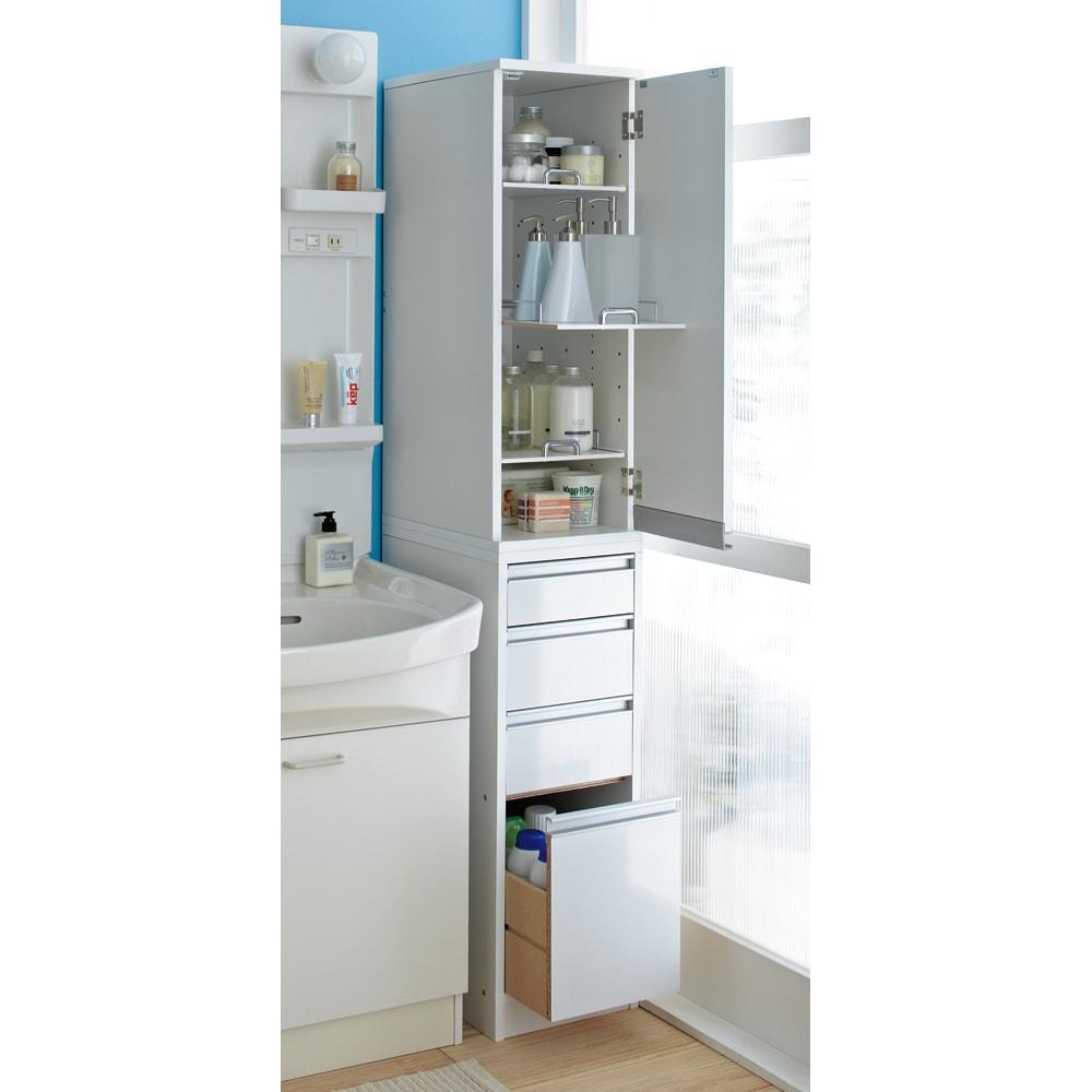 豊富なサイズから選べる 光沢仕上げすき間収納庫 幅25cm・奥行45cm 扉は左右どちら開きにも設置できます。(※写真は幅30cmタイプです。)