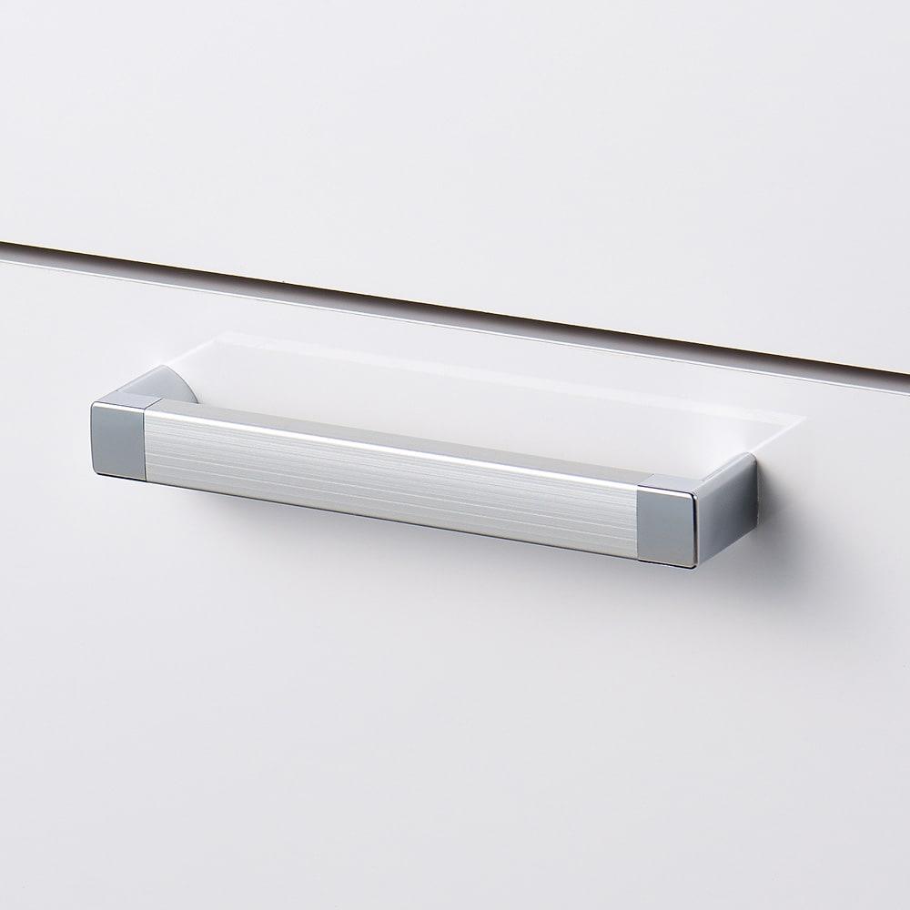 薄型フラップ収納チェスト 幅59cm・奥行19cm 取っ手は清潔感のあるスタイリッシュなデザインです。