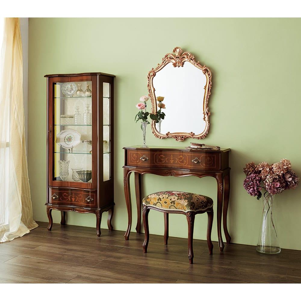 イタリア製象がんシリーズ ガラスキャビネット 高さ145.5cm リビングや玄関、ベッドルームのキュリオケースにもおすすめです。