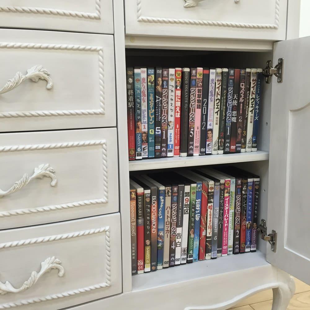 シャビーシック ホワイト フレンチ収納家具シリーズ リビングボード DVDが上下にたっぷりと収納できます。