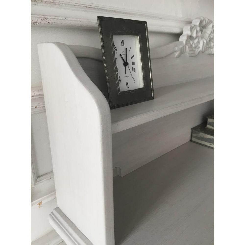 シャビーシック フレンチ リビング収納家具シリーズ デスク 上段は本の収納やお気に入りの雑貨の飾り棚にもぴったり。
