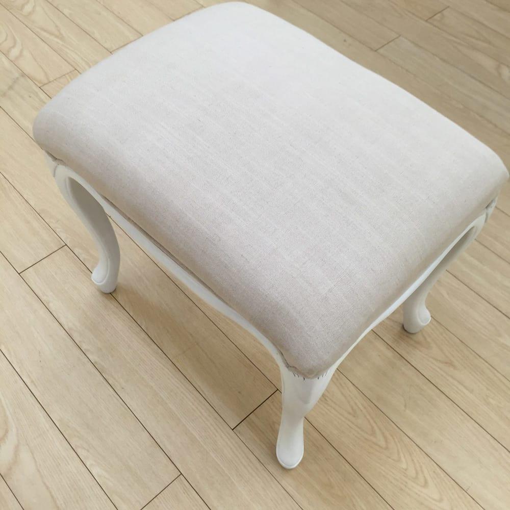 シャビーシック ホワイト フレンチ収納家具シリーズ スツール やわらかなクッションで、身体を支えます。