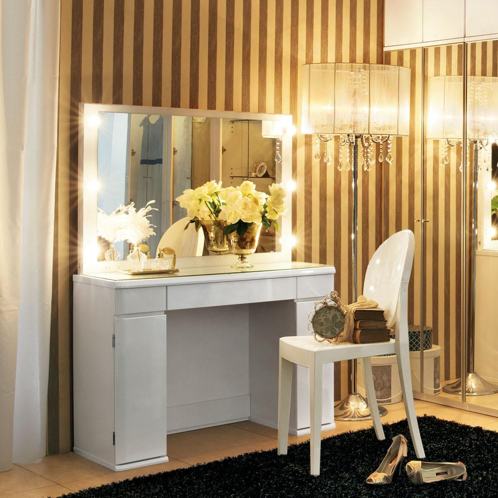 シャンデリア調フロアスタンドライト5灯 (ア)クリーム ラグジュアリーな寝室空間を演出します。