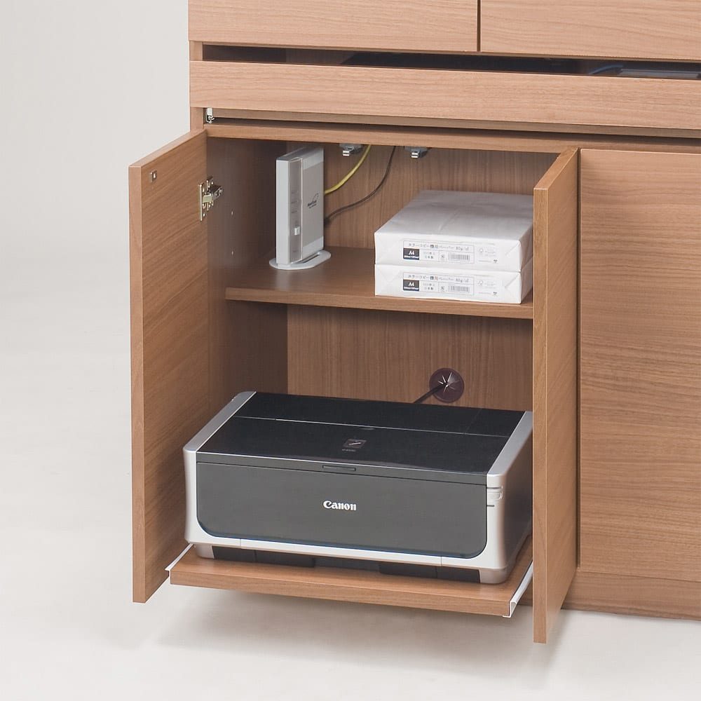 パーソナルリビングPCデスクキャビネット 幅85cm 扉の中にはプリンターが収納できるスライドテーブル付き。 (※仕様見本です。お届けの色とは異なります)