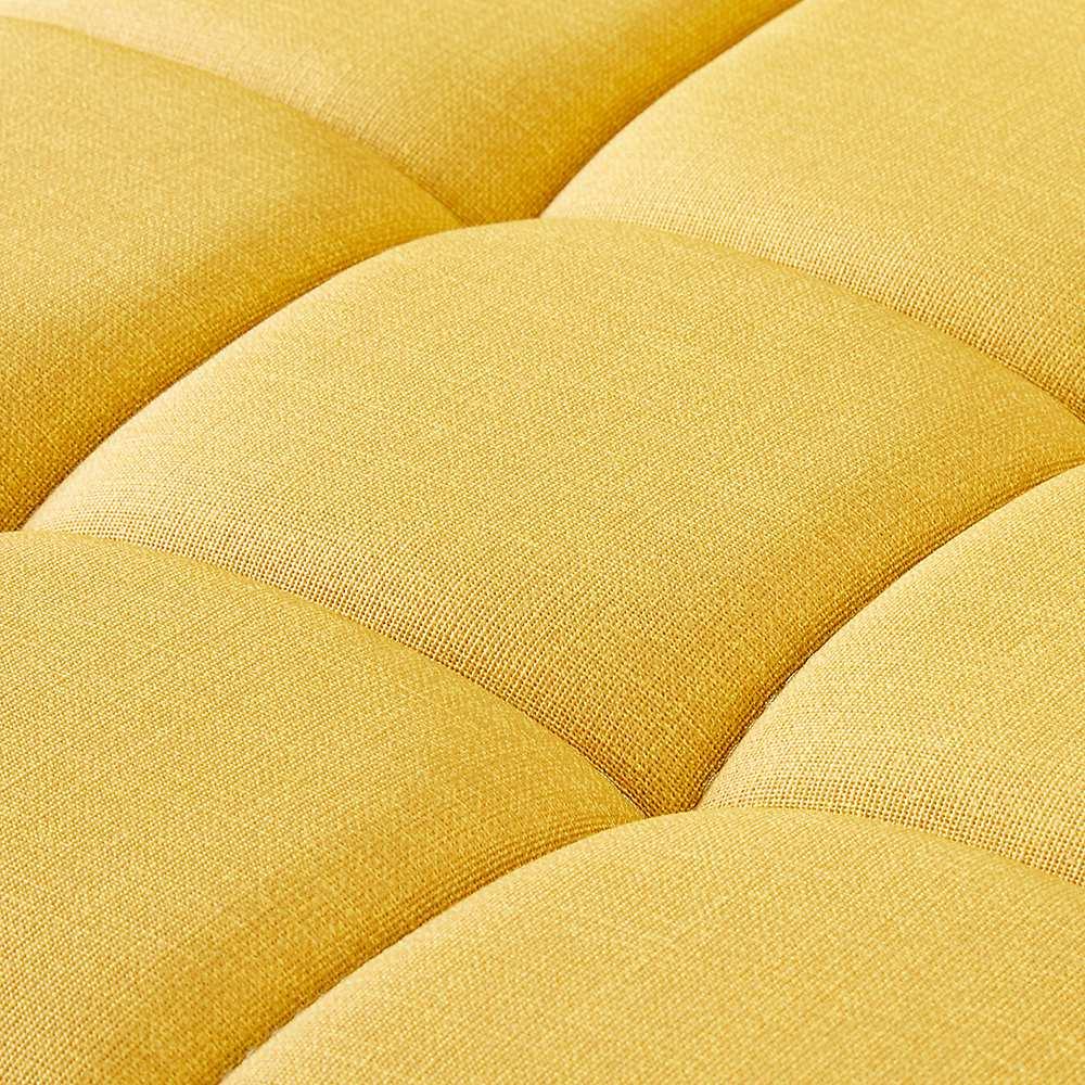 ゴム天然木 北欧風ハイチェア 座部は柔らかいながらもしっかりとしている丁度いい硬さです。張り地は合成皮革を使用。