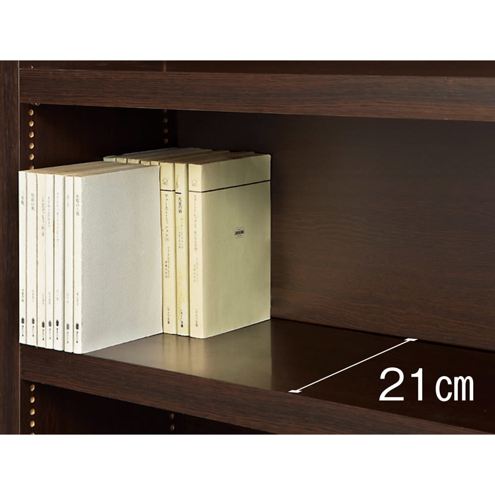 天井突っ張り式がっちりすっきり壁面本棚 奥行22.5cmタイプ 1cm単位高さオーダー 幅120cm・高さ207~259cm 薄型の奥行22.5cmタイプは、一段の棚に文庫本が前後に2列収納可能。充分な容量を確保しています。