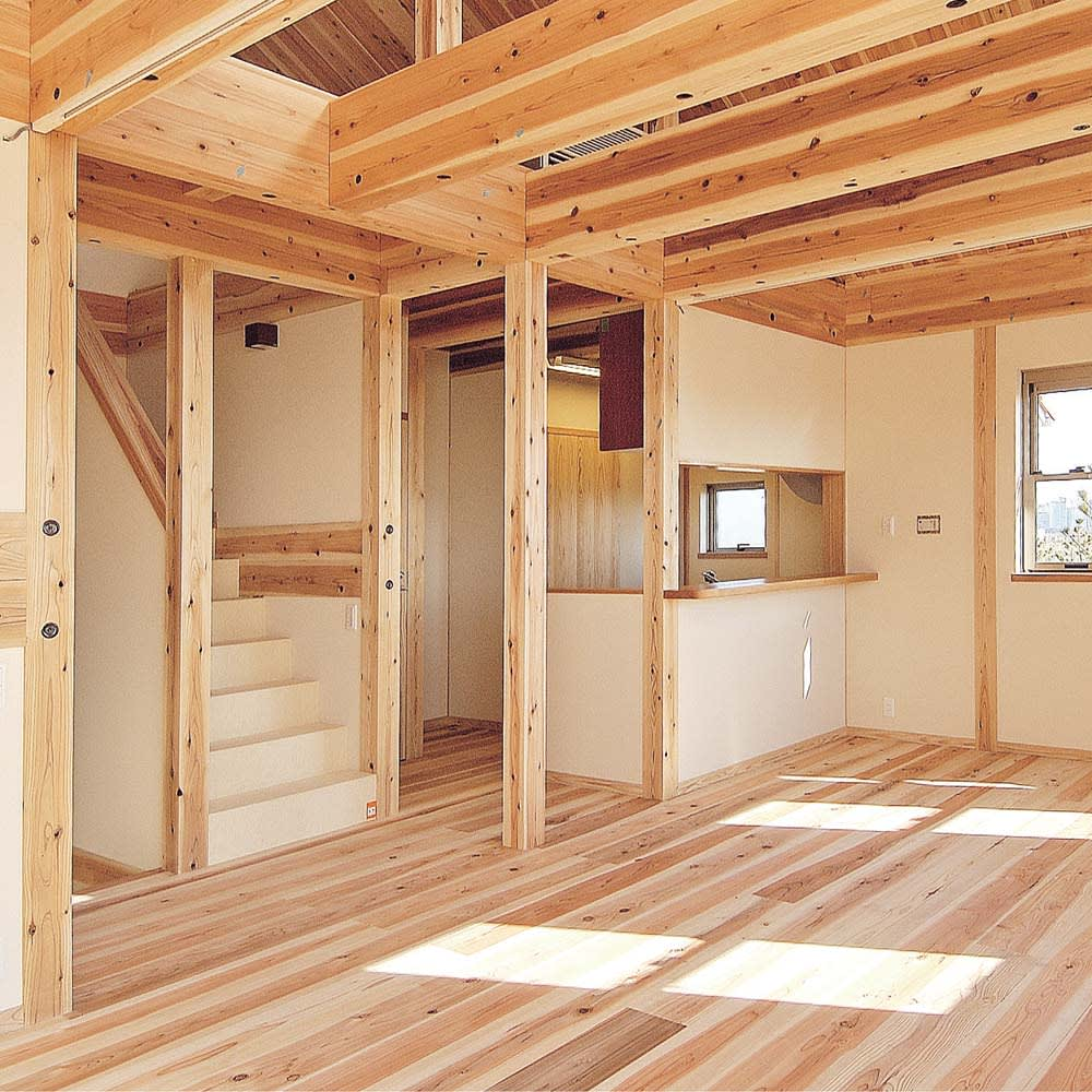 国産杉 1cmピッチ頑丈シェルフ 幅100奥行29本体高さ183cm 【建築材にも使われる丈夫な素材】国産杉は、しっかり目の詰まった木質による丈夫さが特長。建築材にも使われているこの素材をそのまま加工している書棚は、長い年月使い続けても安心の確かな耐久性を備えています。