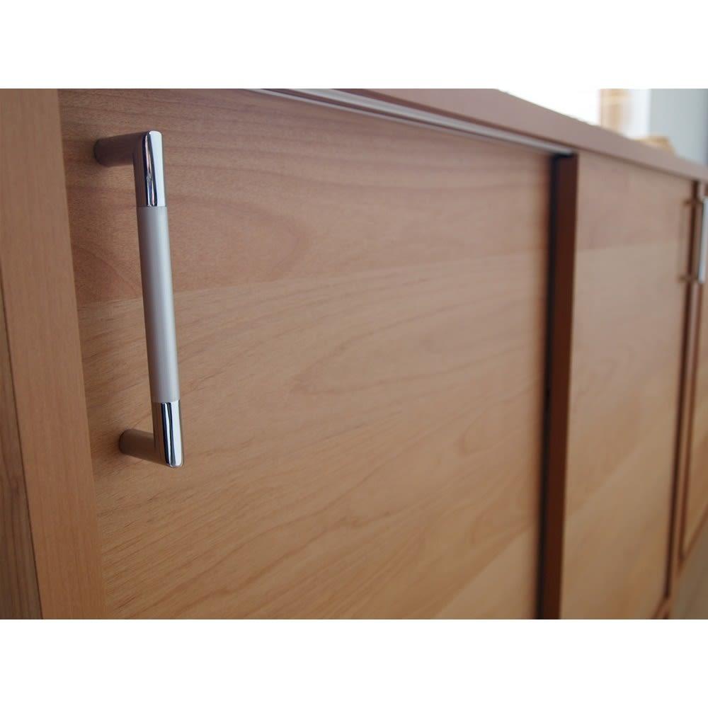 組立不要 アルダー引き戸頑丈本棚 幅120.5cm ロータイプ スタイリッシュな取っ手。