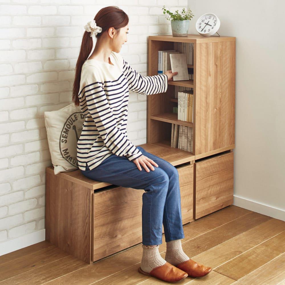 天然木調ベンチ 幅117cm(2人用) 使用イメージ(ア)ブラウン 左からベンチ幅79cmタイプ、シェルフ高さ110cmタイプ