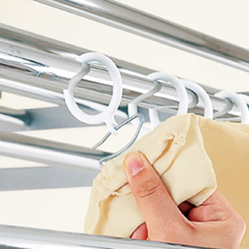 ウォークイン突っ張り ハンガーシリーズ カーテン付きタイプ ロータイプ バスケット幅48cm お好みの市販のカーテンに取り替えられます。