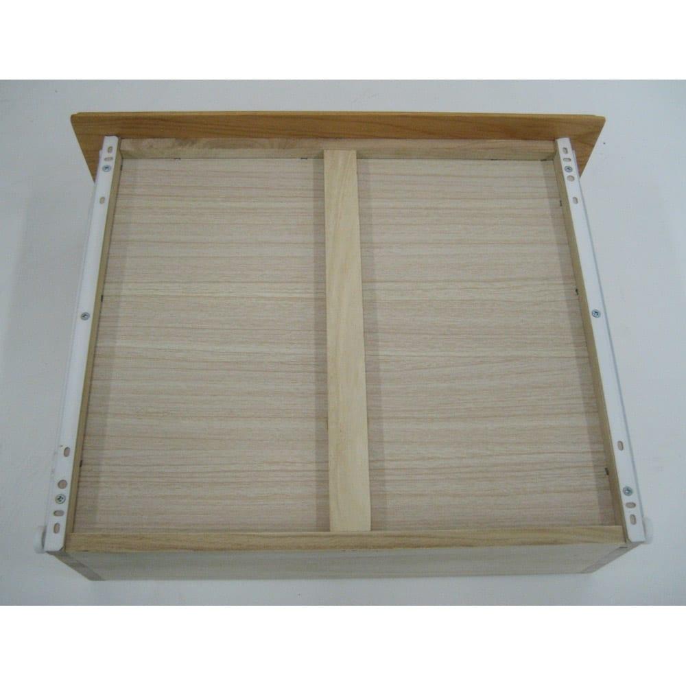 ウォルナット天然木ギャラリー収納シリーズ 幅80cmボード 底に補強のための桟があります。