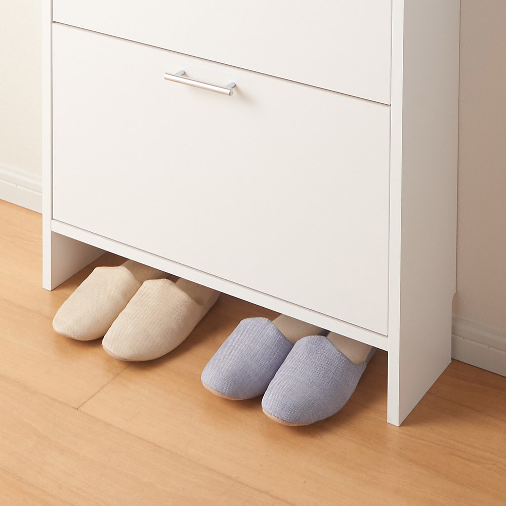 玄関小物ひとまとめチェスト 幅64cm よく履くスリッパは下のすき間に。