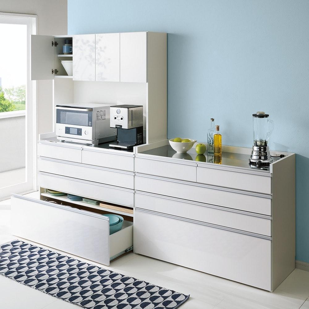 大型レンジ対応ステンレスクリーンキッチン キッチンボード 幅119cm コーディネート例(ア)ホワイト ※写真は(左)キッチンボード幅119cm、(右)カウンター幅119cmです。