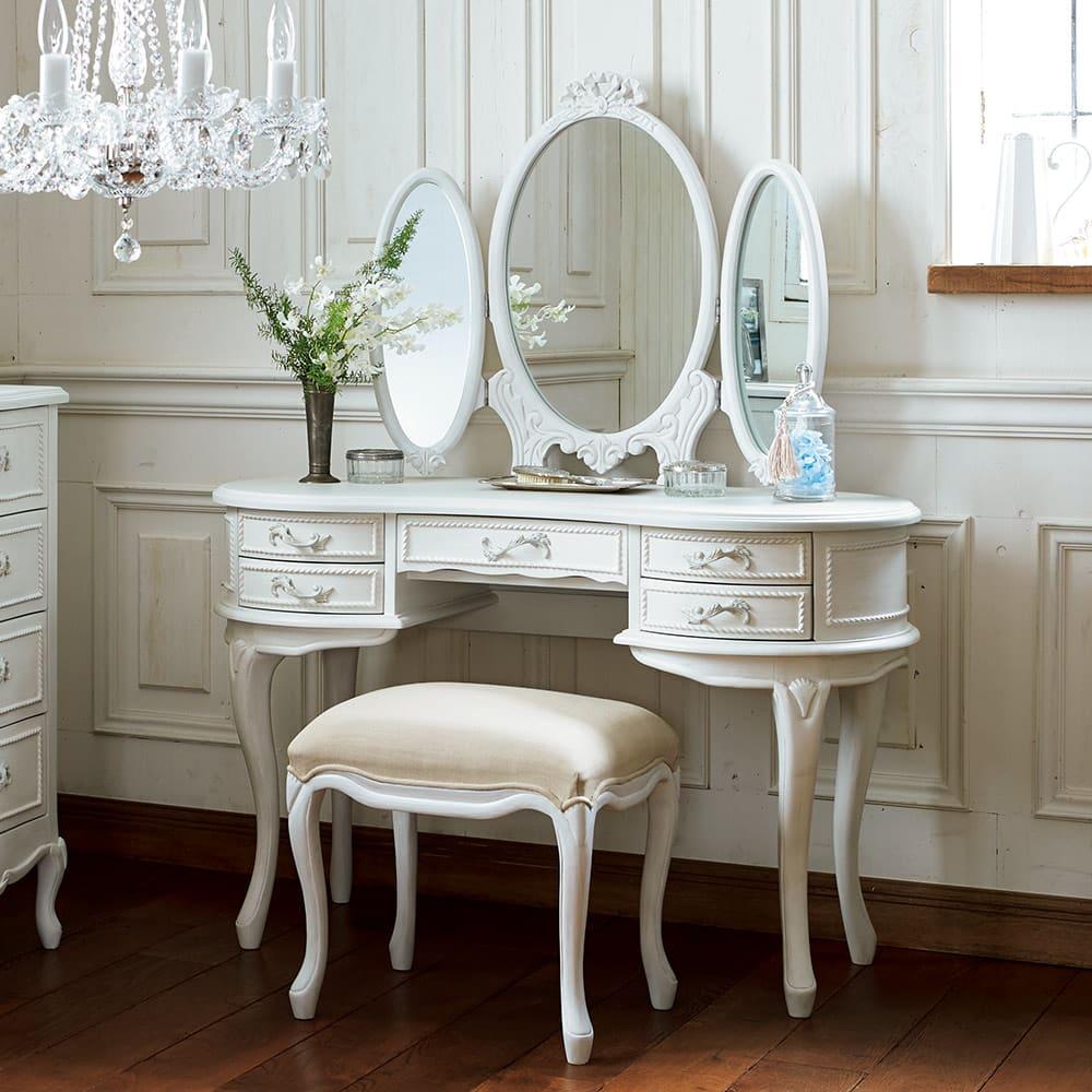シャビーシック ホワイト フレンチ収納家具シリーズ ドレッサー 華やかでインテリアの主役になる、美しいデザインのドレッサーです。 ※スツールは商品に含まれません。